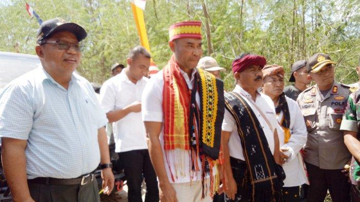 Gubernur Viktor Bungtilu Laiskodat Geleng-Geleng Kepala Saat Melintasi Daerah Perbatasan