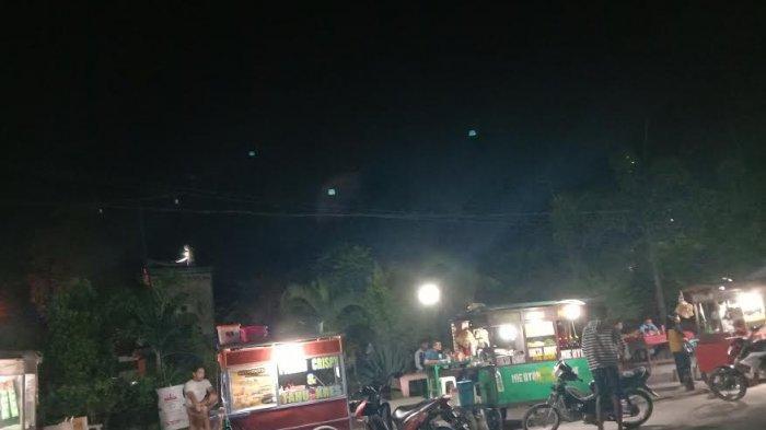 Beginilah Suasana Malam di Taman Kota Waingapu