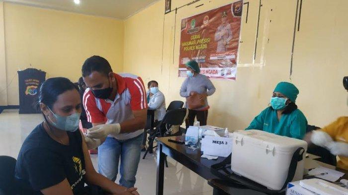 Kapolres Ngada Pantau Langsung Pelaksanaan Vaksinasi Presisi Massal Tahap II