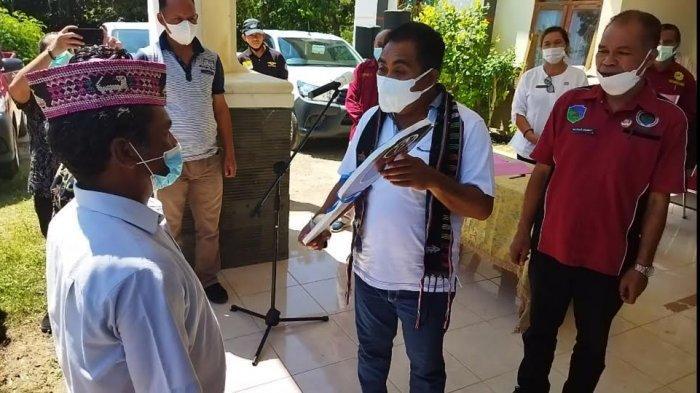 8 BUMDes di Manggarai Barat Dapat Mobil Hilux, Bupati Edi  Pesan Gunakan Secara Bertanggung Jawab