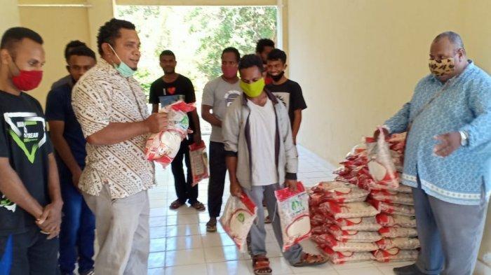 Polres Kupang Kota Gelar Baksos, Bagi 173 Beras Polri untuk Mahasiswa Papua di Kota Kupang