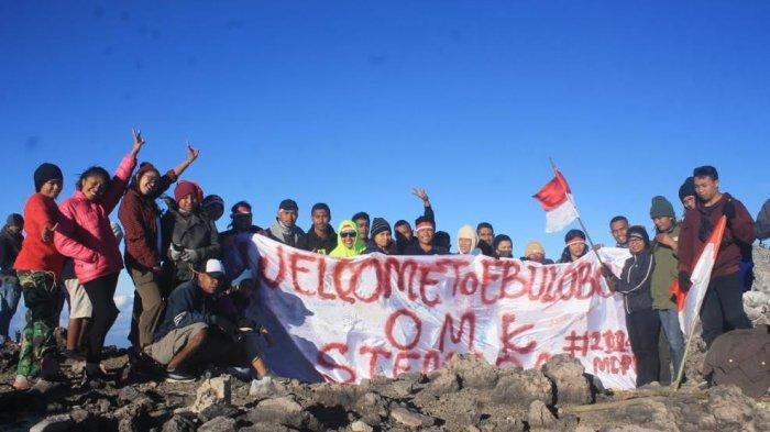 OMK Stemada Rayakan HUT Kemerdekaan RI di Puncak Gunung Ebulobo Boawae Nagekeo