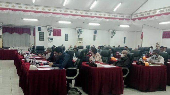 Mayoritas Fraksi Terima LKPj Walikota Kupang dalam Pemandangan Umum