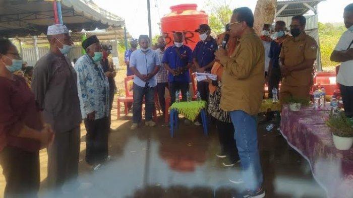 Anggota DPR RI Sulaiman Hamzah Serahkan Alsintan Kepada Kelompok Tani di Ile Ape Lembata