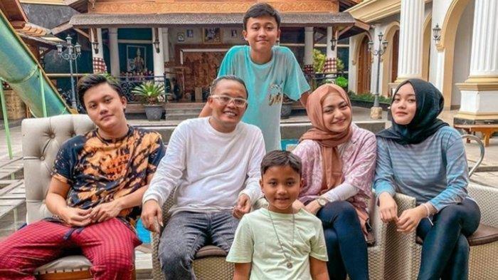 Usai Beri Hadiah pada Anaknya Ferdi & Rizwan, Sule kok Malah Ketakutan, Kenapa yah?