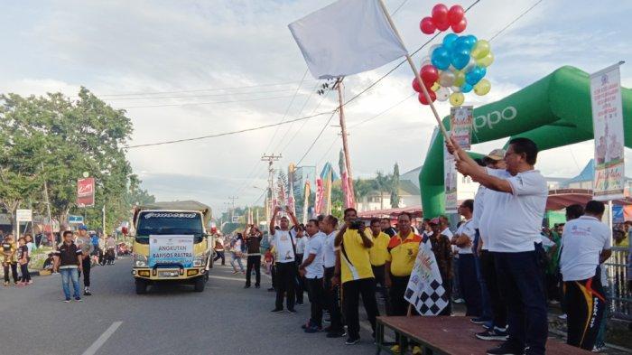 Bupati Sumba Timur Lepas Perdana Penyaluran Bansos Rastra 2019