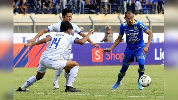 Supardi Nasir dalam laga Persib Bandung vs Arema FC di lanjutan Liga 1 2019 di Stadion Si Jalak Harupat, Soreang, Selasa (12/11/2019).