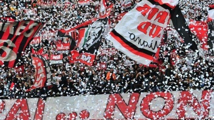 Info Sport : Suporter AC Milan Kumpul dan Rayakan Kembalinya Rossoneri ke Liga Champions