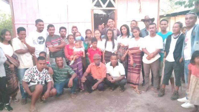 Budaya Gemohing Taman Daun dan Warga Desa Baobolak Ubah Gubuk Reyot Jadi Rumah Layak Huni