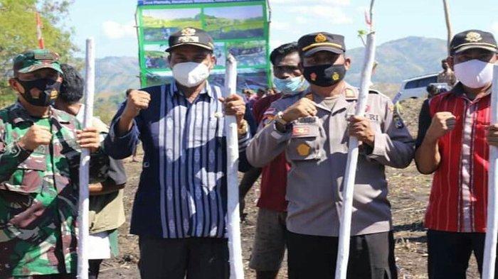 Tanam Perdana Benih Jagung di Desa Mamodu, Wabup John Lado Minta PPL Terlibat Aktif