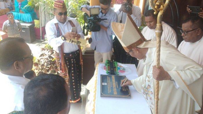 Uskup Turang Berkat Gereja Stasi St. FX Naimata, Gubernur Viktor Bakal Beri Sumbangan
