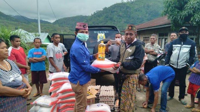 Peduli Kasih, NasDem Beri Bantuan 31 Paket Sembako Untuk Korban Bencana Alam dan OGDJ di Matim