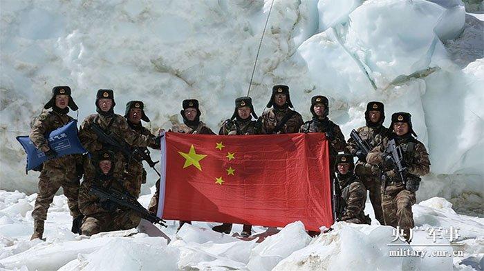 Bukan Saja di Laut China Selatan,Presiden China PeriksaKesiapan Tempur 77 Ribu Pasukan di Perbatasan