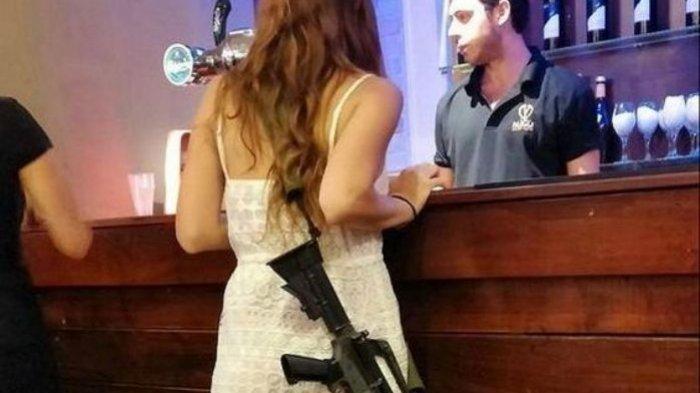 Tentara wanita Israel IDF selalu membawa senjata saat negara dalam keadaan genting