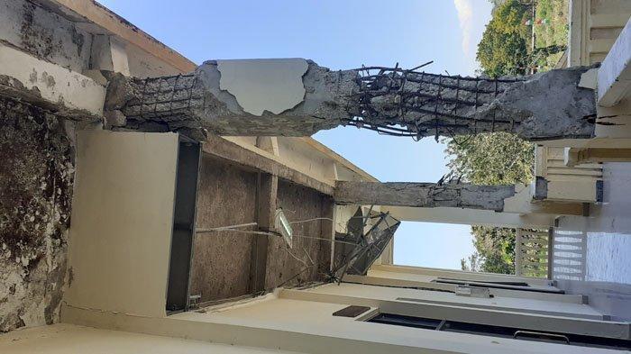 Teras Gedung DPRD SBD Belum Diperbaiki