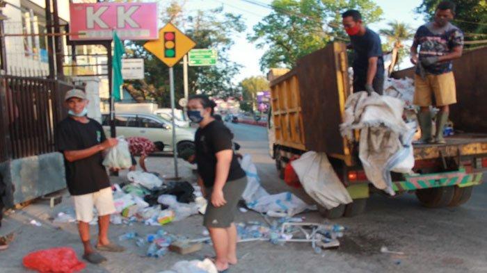 Terharu Para Petugas Kebersihan, Pedagang dan Pemulung di Kupang Dapat Sarapan Gratis