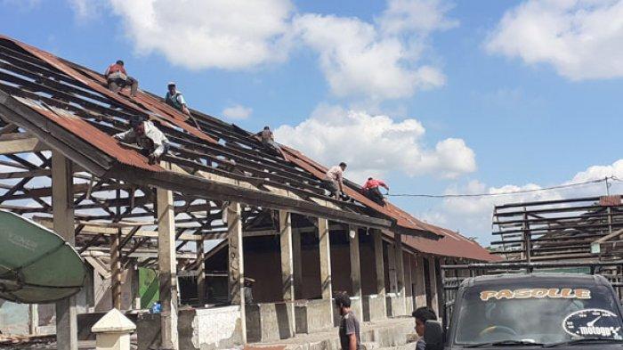 Tertibkan Bangunan Kumuh, Dinas  Perindustrian & Perdagangan Sumba Barat Bongkar Gedung Pasar Lama