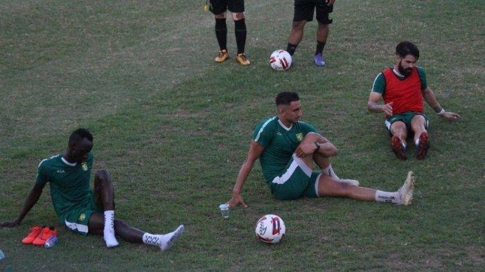 Tiga pemain asing Persebaya telah berkumpul dalam latihan tim. Terbaru ada Mahmoud Eid mengikuti agenda persiapan di Stadion Pusaka, Senin (7/9/2020).