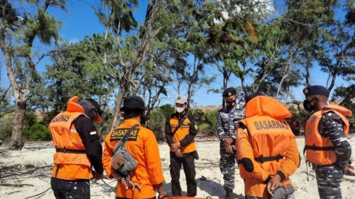 Perahu Terbalik di Sumba Timur : Posal Waingapu dan Tim SAR Gabungan Lakukan Pencarian Korban