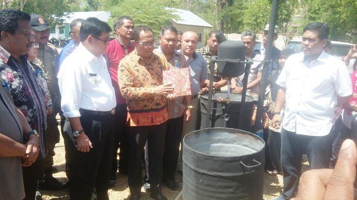 Tim Undana Kupang Perkenalkan Pola Pembuatan Paving Block dari Bahan Baku Sampah