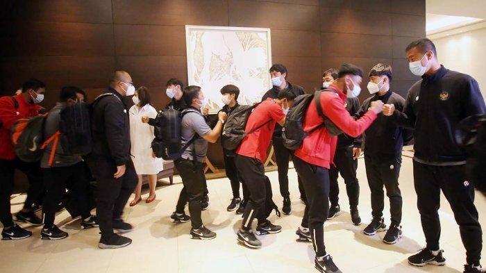 Skuat timnas U-19 Indonesia meninggalkan Jakarta untuk menuju ke Spanyol diberangkatkan dari Hotel Fairmont, Senayan, Jakarta Pusat, Sabtu (26/12/2020). Bagas Kaffa cs diberangkatkan ke Spanyol untuk menjalani TC lanjutan di luar negeri.