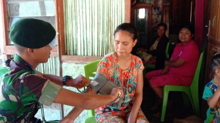 TNI Obati Warga Perbatasan dan Beri Sembako