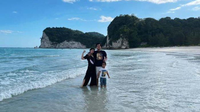 TRIBUN WIKI: Gulungan Ombak Menawan di Pantai Tarimbang Sumba Timur