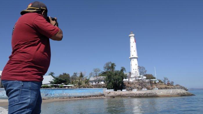 TRIBUN WIKI : Jelang 17 Agustus 2020, Bendera Merah Putih Raksasa di Kupang Diganti