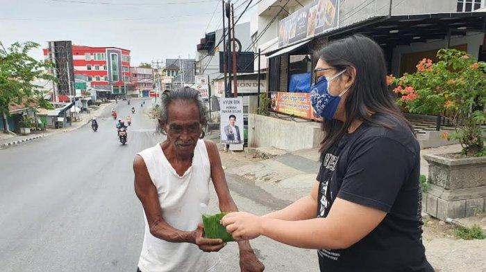 Peduli Sesama Dimasa Pandemi Covid, Siswa SMA Kolose Yogyakarta Berbagi Makanan