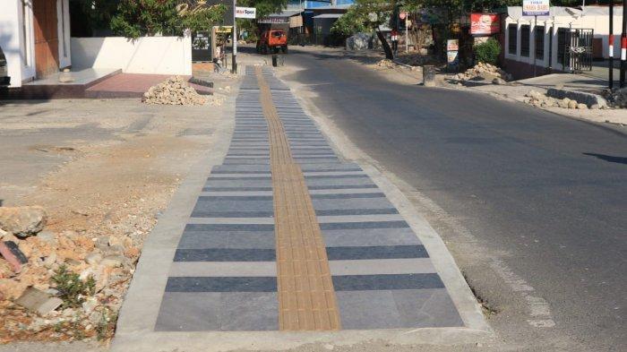 Pemkot Kupang menata kembali trotoar ruas jalan di Kota Kupang