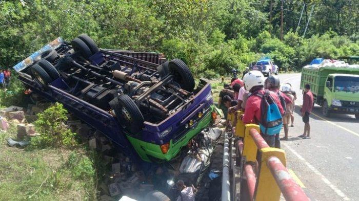 Truk Muatan Sembako Terbalik di Jembatan Nin Wae Macing Desa Golo Leleng, Sopir Meninggal Dunia