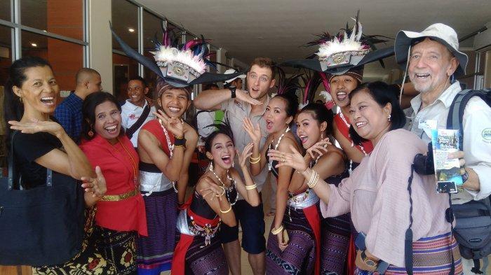 Kunjungi Kota Kupang, Turis Australia Terkesima Sentra Pameran Dekranasda NTT