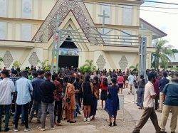 Umat di Gereja Santo Yoseph Pekerja Penfui Rayakan Misa Jumat Agung Dengan Prokes Ketat