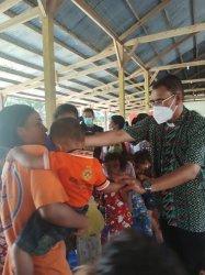 Uskup Atambua Jenguk para Korban Bencana Banjir Benenai