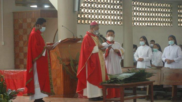 Uskup Atambua Pimpin Misa Minggu Palma di Katedral. Ini Pesan Uskup