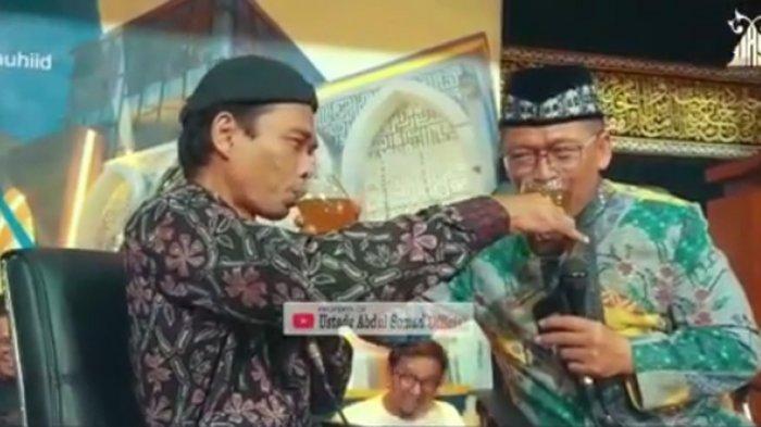 Ustadz Abdul Somad Minum Air Bekas Bibir Aa Gym di Ponpes Daarut Tauhid, Ini Videonya