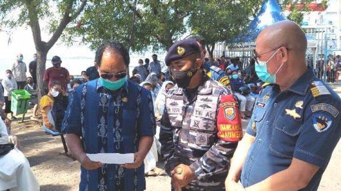 2.440 Warga Divaksin Saat Serbuan Vaksin Maritim Lanal Maumere dan Dipantau Wabup Sikka