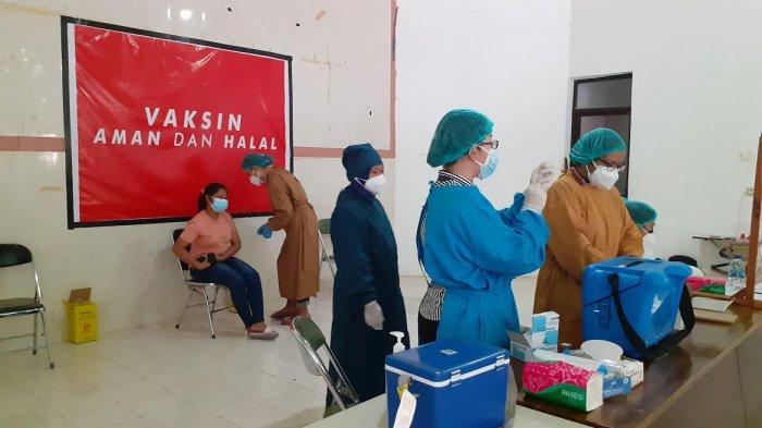 Poltekes Kemenkes Kupang Berhasil Vaksinkan 350 Orang Dihari Pertama