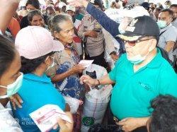 Wabup Kupang Sambangi Warga Korban Badai Seroja di Sulamu