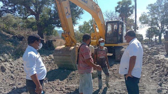 Tinjau Normalisasi Ruas Jalan Rusak di Ile Ape Timur, Wabup Langoday : Kita Kerja Untuk Lewotana