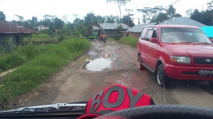 Jalan Menuju 2 Kecamatan di Manggarai Ada Kubangan Air dan Lubang, Ini Lokasinya