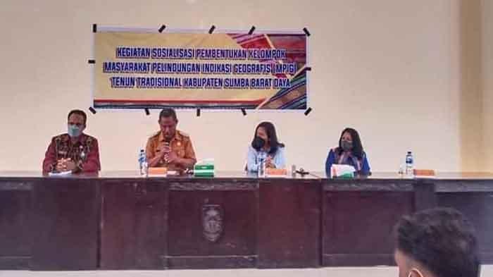 Wabup Christian Taka Dorong Pembentukan MPIG Percepat Legalitas Tenun Ikat SBD