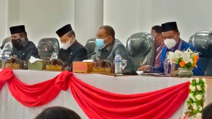 Wakil Bupati John Lado Sampaikan LKPJ Bupati Sumba Barat TA 2020 Dihadapan Sidang Paripurna