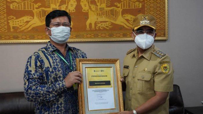 Wali Kota Kupang Terima Piagam Penghargaan