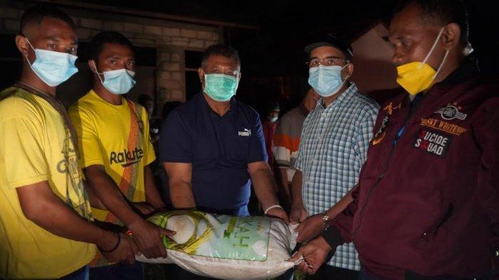 Kunjungi Korban Bencana, Wali Kota Kupang Disambut Isak Haru Para Ibu