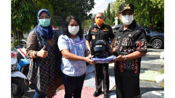 Wali Kota Kupang Serahkan 25 Unit Motor ke Lima Puskesmas di Kota Kupang