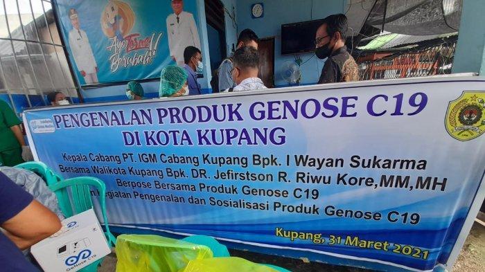 Walikota Kupang, Jefri Riwu Kore saat memantau uji coba perdana alat test cepat covid-19 bernama Genose 19.