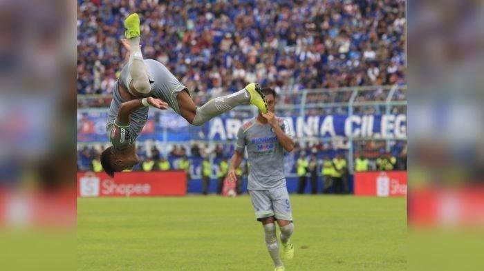 Superball : Arema FC dan Persebaya Surabaya Berebut Teguh Amiruddin, Simak INFO