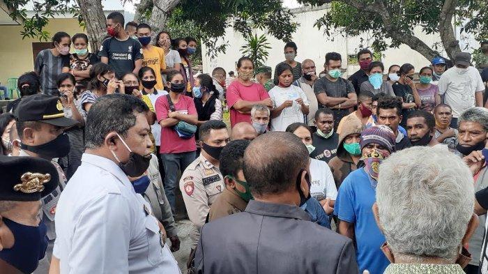 Desa Lela-Sikka Kisruh, Warga Tuntut Kepala Desa Dicopot, Sempat Sandra Mobil Dewan, Ini Pemicunya