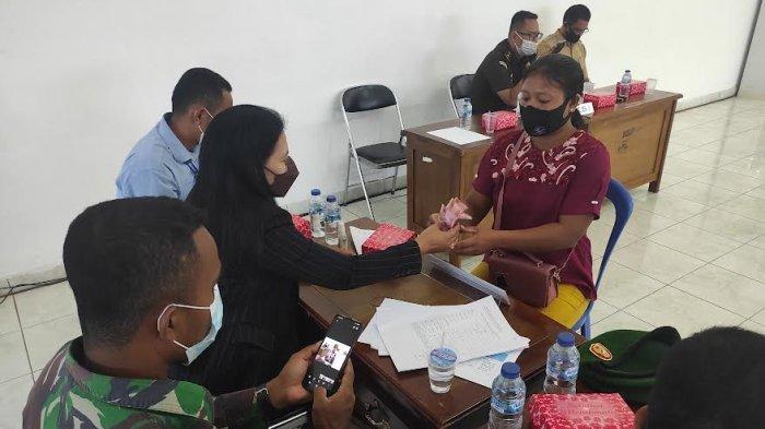 Kodim 1601 Sumtim Mulai Salurkan Bantuan Tunai PKL dan Warung